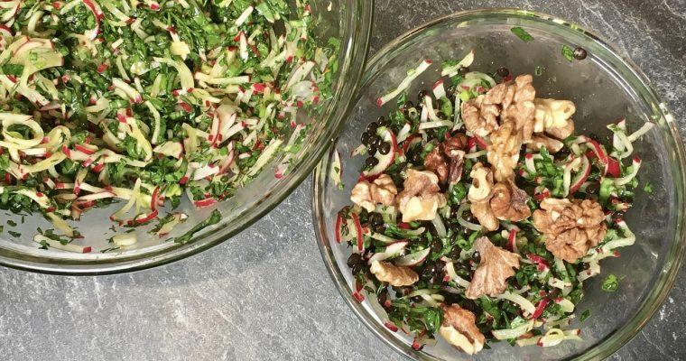 Salat aus Radieschen und Kräutern
