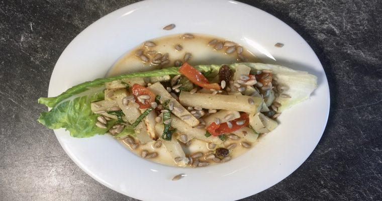 Salat aus gegrillter Kohlrabi und Paprikaschote