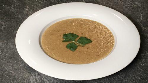 Suppe aus Esskastanien, Steinpilze und Kartoffeln