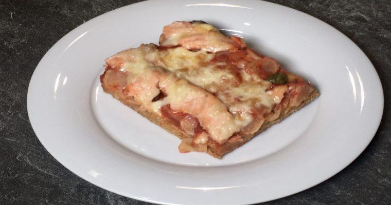 Pizza mit Schwarzwurzeln und Lachs