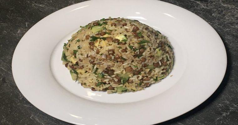 Salat aus Reis und Linsen