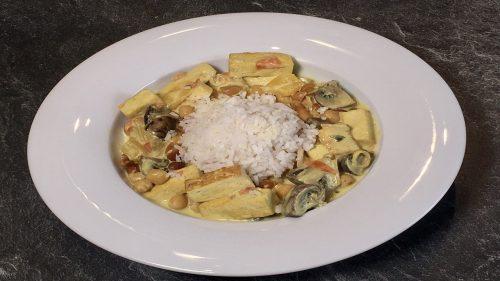 Curry aus Kichererbsen, Egerlingen und Paprikaschote